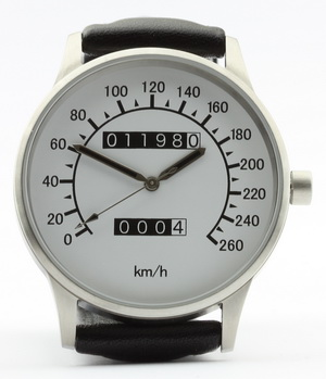 Vmax speedometer watch with km/h dial